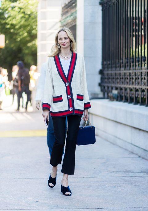 Il cardigan a maglia è tra i protagonisti della moda autunno 2017 2018, guarda nella gallery le immagini sulle tendenze per i tuoi outfit invernali.