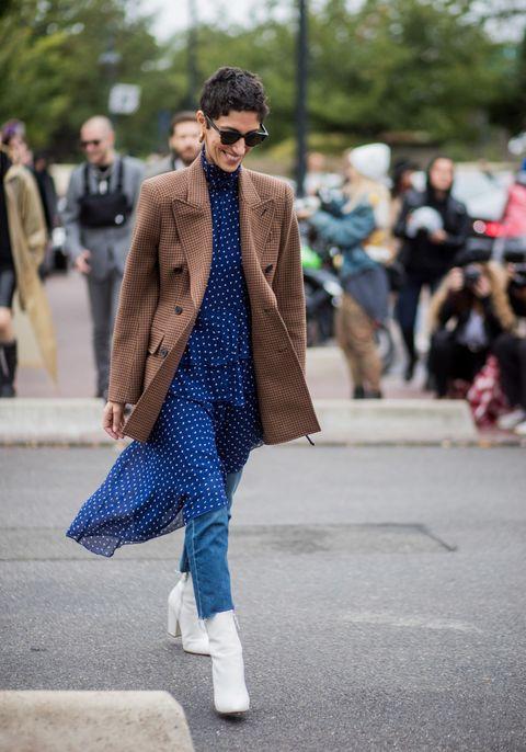Guarda gli stivali donna e scopri dalle immagini della gallery come abbinarli e quali sono gli outfit e le tendenze moda autunno inverno 2017 2018.Stivali donna moda autunno inverno