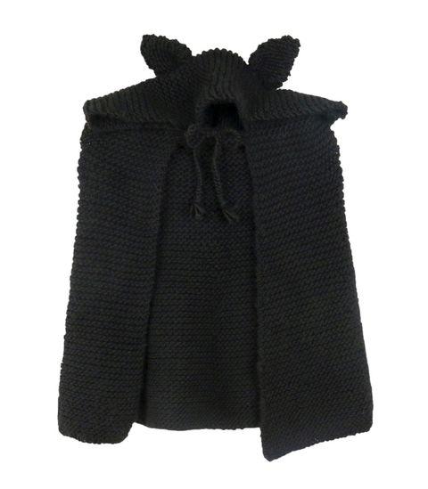 Questa volta ad Halloween stupisci tutti con un costume fatto da te: la mantella ai ferri con cappuccio e orecchie da gatto di We Are Knitters, il brand-community dedicato al lavoro a maglia.
