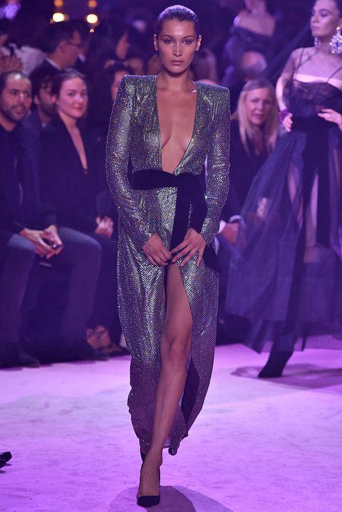 Guarda da vicino l'abito lungo di cristalli verdi di Alexandre Vauthier che ogni star vorrebbe provare: chi lo indossa meglio tra Bella Hadid, Cara Delevingne e Irina Shayk?