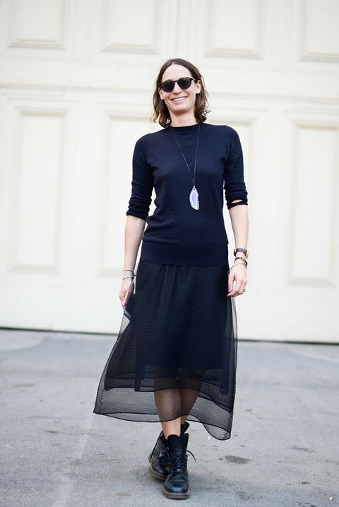 Se non credi che gli anfibi donna siano stivali super femminili, ecco 10 abbinamenti moda che ti faranno cambiare idea.