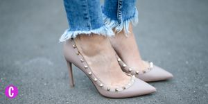 Un paio di scarpe con il tacco