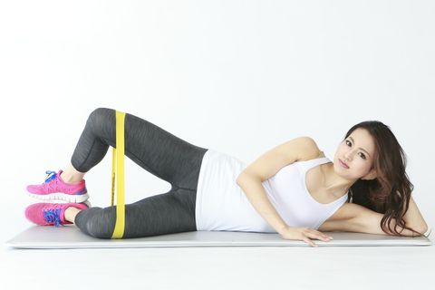 Leg, Shoe, Human leg, Elbow, Sitting, Knee, Comfort, Thigh, Physical fitness, Active pants,