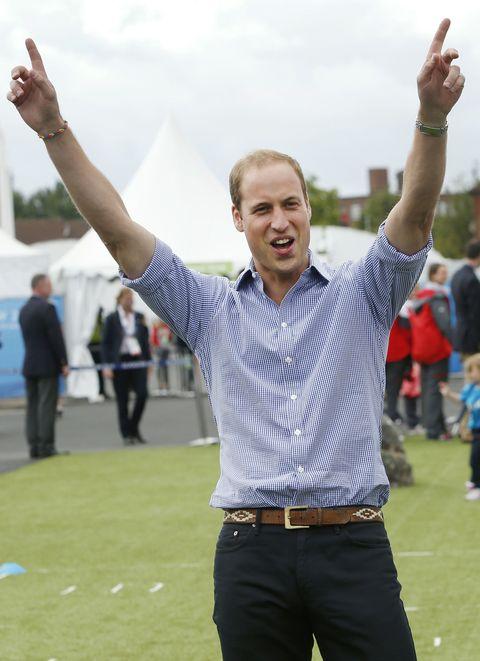 英王室で初めてゲイ雑誌の表紙を飾ったウィリアム王子