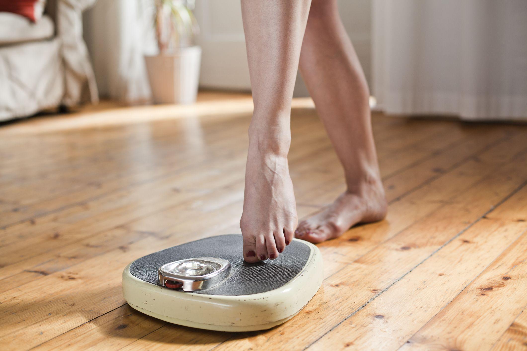 理由 体重 増える 生理 前