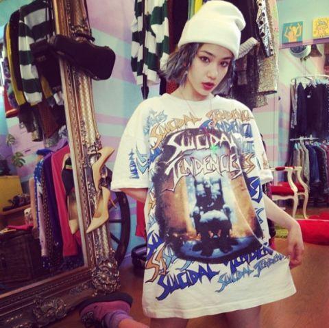 Sleeve, T-shirt, Cap, Fashion, Cool, Shelf, Street fashion, Shelving, Top, Active shirt,