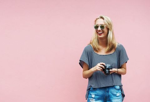 Sleeve, Denim, Jeans, Elbow, Fashion accessory, Sunglasses, Street fashion, Electric blue, Blond, Necklace,