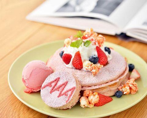 Food, Sweetness, Cuisine, Dessert, Ingredient, Baked goods, Fruit, Dish, Strawberries, Powdered sugar,