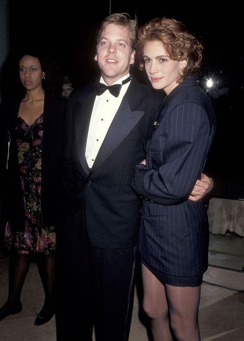 """まさかの挙式ドタキャン&禁断の逃避行(1991年)  今でこそ3児の母で家庭円満ですが、若い頃は""""恋多き女""""の名を欲しいままにしていたジュリア・ロバーツ。彼女最大のスキャンダルと言えば、キーファー・サザーランドとの""""婚約破棄&逃避行事件""""。『フラットライナーズ』(90)で共演して熱烈な恋に落ちたキーファー&ジュリアは、当時既婚だったキーファーの離婚を待って即婚約したものの、挙式3日前に突然、ジュリアが「やっぱり結婚できない」と言いだしてドタキャン。さすがに国内にいられないと思ったジュリアはその直後、よりにもよってキーファーの友人ジェイソン・パトリックとアイルランドに逃避行して、婚約者に最悪の形で恥をかかせたのでした。キーファーは昨年、25年前のこの事件を振り返って、「彼女は現実的になっただけ。結婚を辞めようと言ったことはすごく勇気がいることだったと思うよ」と一切の非難をせず語っています。大人~!"""