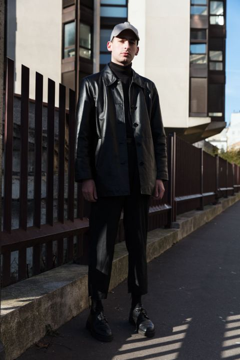 Clothing, Sleeve, Trousers, Jacket, Collar, Outerwear, Style, Street fashion, Roller skates, Scarf,