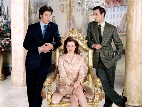 """<p><strong data-redactor-tag=""""strong"""">出世作</strong>:「プリティ・プリンセス」</p>  <p>初めての映画「プリティ・プリンセス」(2001)でいきなり大ブレイク! 冴えない女子高生が、実は某小国の王位継承者だった!という王道シンデレラストーリーで、現実にも女優としてのシンデレラストーリーも叶えたアン。可憐かつ清楚な雰囲気でオードリー・ヘプバーンの再来などと騒がれたものでした。</p>"""