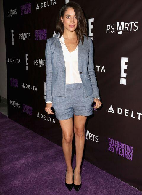 Sleeve, Shoulder, Outerwear, Style, Purple, Fashion model, Knee, Fashion, Blazer, Lavender,