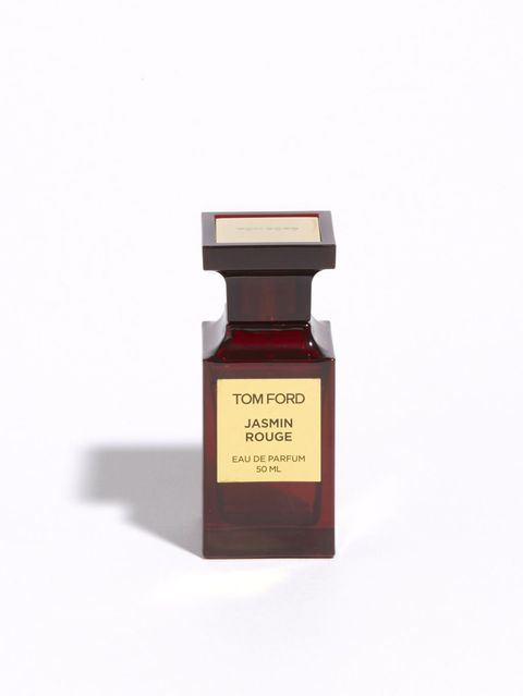 "<p><strong data-redactor-tag=""strong"" data-verified=""redactor"">必ず「どこの香水?」と聞かれる香り</strong></p><p>男女問わず「その香水真似したい!」と言ってもらえるほど印象づけられる香りは、トム フォード ビューティの中でも一番人気の「ジャスミン ルージュ」。スパイシー フローラルの独特且つ魅惑的な香りは、ナイトシーンで使うことが多いです。「<a href=""http://www.cosmopolitan-jp.com/beauty-fashion/beauty/news/a3929/ayako5/"" target=""_blank"" data-tracking-id=""recirc-text-link"">シャンハイ リリー</a>」と組み合わせて自分だけの香りを楽しむことも。</p><p><span class=""redactor-invisible-space"" data-verified=""redactor"" data-redactor-tag=""span"" data-redactor-class=""redactor-invisible-space""><strong data-redactor-tag=""strong"">ジャスミン</strong><strong data-redactor-tag=""strong""> </strong><strong data-redactor-tag=""strong"">ルージュ</strong><strong data-redactor-tag=""strong""> </strong><strong data-redactor-tag=""strong"">オード</strong><strong data-redactor-tag=""strong""> </strong><strong data-redactor-tag=""strong"">パルファム</strong><strong data-redactor-tag=""strong""> </strong><strong data-redactor-tag=""strong"">スプレィ</strong><strong data-redactor-tag=""strong"">&nbsp;50ml 28,000</strong><strong data-redactor-tag=""strong"">円(税抜)</strong><span class=""redactor-invisible-space"" data-verified=""redactor"" data-redactor-tag=""span"" data-redactor-class=""redactor-invisible-space""></span><span class=""redactor-invisible-space"" data-verified=""redactor"" data-redactor-tag=""span"" data-redactor-class=""redactor-invisible-space""></span></span><br></p><p>問い合わせ先:トム フォード ビューティ <span class=""redactor-invisible-space"" data-verified=""redactor"" data-redactor-tag=""span"" data-redactor-class=""redactor-invisible-space"">03-5251-5341</span><span class=""redactor-invisible-space"" data-verified=""redactor"" data-redactor-tag=""span"" data-redactor-class=""redactor-invisible-space""></span></p>"