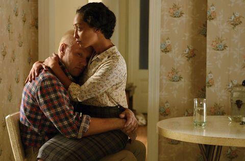 """<p>差別が厳しかった1950年代のアメリカ、バージニア州で愛を貫いた実在のラビング夫妻を描いた物語。1958年、幼馴染で黒人の恋人ミルドレッドが妊娠し、それを機会に彼女と結婚したリチャード。が、実は当時のバージニア州の法律では、異人種間の結婚は禁止されていた。愛を貫くために故郷を捨て、ワシントンDCに旅立ったミルドレッドとリチャードだったが…2人の愛の深さに思わず泣いてしまう。<span class=""""redactor-invisible-space"""" data-verified=""""redactor"""" data-redactor-tag=""""span"""" data-redactor-class=""""redactor-invisible-space""""></span></p>"""