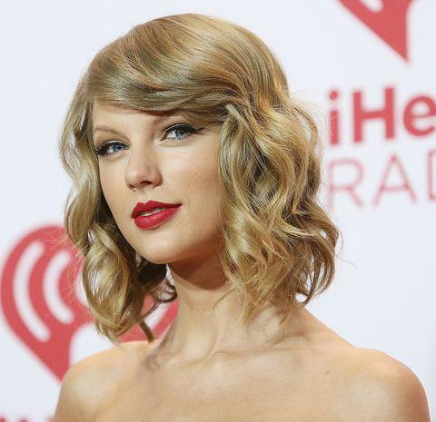 Hair, Face, Blond, Hairstyle, Lip, Chin, Eyebrow, Beauty, Long hair, Brown hair,
