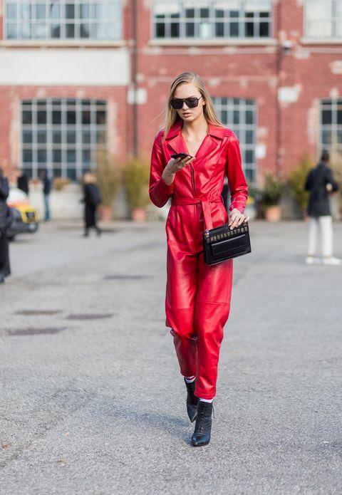 Eyewear, Glasses, Window, Sunglasses, Textile, Outerwear, Coat, Style, Street fashion, Boot,