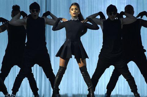 「Ariana Grande イギリスマンチェスター」の画像検索結果