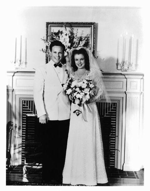 1942年 1度目の結婚は、16歳。お相手は整備工のジム・ドハティ
