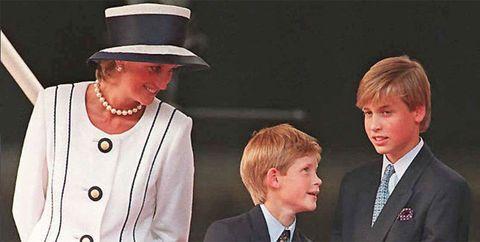 <p>2016年8月にイギリス・ルートンにあるポスピス施設を訪問した際、癌で母親を亡くした14歳の少年に出会ったウィリアム王子。「僕も母親を亡くして20年の歳月が経ちますが、今でも毎日母親を想っています。でも時間が経てば、少しは気持ちが楽になりました」と優しく言葉をかけたそう。</p>
