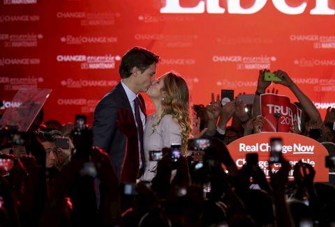 羨ましい♡トルドー首相と奥様の「熱いキス」8連発