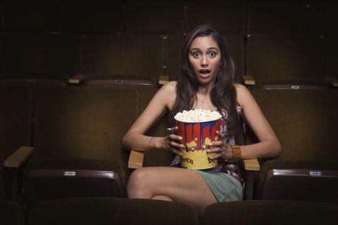 """<p><strong data-redactor-tag=""""strong"""" data-verified=""""redactor"""">本当に見たい映画は、絶対に平日夜!</strong></p><p>ネット配信やDVDで映画を見るのも楽しいけど、やっぱり好きなのは巨大なスクリーンで、迫力ある音とともに観ること! まず平日だと、満席だったり、観たい席で観られなかったりするなんてことはほぼナシ。ビール片手に、話題の新作をチェックするのもいいけど、ミニシアターや、過去の名作(といっても最近見逃した!という作品も多い)をリバイバル上映している<a href=""""http://www.wasedashochiku.co.jp/lineup/schedule.html"""" target=""""_blank"""" data-tracking-id=""""recirc-text-link"""">早稲田松竹</a>や<a href=""""http://www.ginreihall.com/schedule/"""" target=""""_blank"""" data-tracking-id=""""recirc-text-link"""">飯田橋ギンレイホール</a><span class=""""redactor-invisible-space"""" data-verified=""""redactor"""" data-redactor-tag=""""span"""" data-redactor-class=""""redactor-invisible-space""""><a href=""""http://www.ginreihall.com/schedule/""""></a>、<a href=""""http://www.okura-movie.co.jp/meguro_cinema/now_showing.html"""" target=""""_blank"""" data-tracking-id=""""recirc-text-link"""">目黒シネマ</a></span><a href=""""http://www.shimotakaidocinema.com/"""" target=""""_blank"""" data-tracking-id=""""recirc-text-link""""></a>などの名画座で2本立てっていうもの最高。</p><p>(シニアエディターAYA)</p>"""