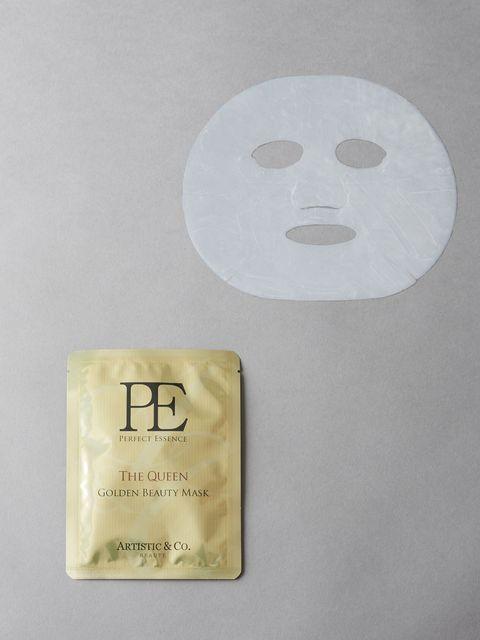 """<p>話題の発酵美容を体感できるドクターズコスメ発のシート状マスク。グロスファクターを配合しているため、肌に栄養を届けるだけでなく自分で潤う力までもケア。高密着・高密閉が続く特殊なシートなので、ばたばたと忙しいコスモガールの「ながら美容」にも最適!<br></p><p>P.E ザ クイーン ゴールデンビューティーマスク 5枚入り(美容液17ml/1枚)&nbsp;11,000円(税抜)</p><p>問い合わせ先:<span class=""""redactor-invisible-space"""" data-verified=""""redactor"""" data-redactor-tag=""""span"""" data-redactor-class=""""redactor-invisible-space""""></span><a href=""""http://www.artistic-beaute.co.jp/top/index.php"""" target=""""_blank"""" data-tracking-id=""""recirc-text-link"""">A&amp;C BEAUTE</a></p>"""