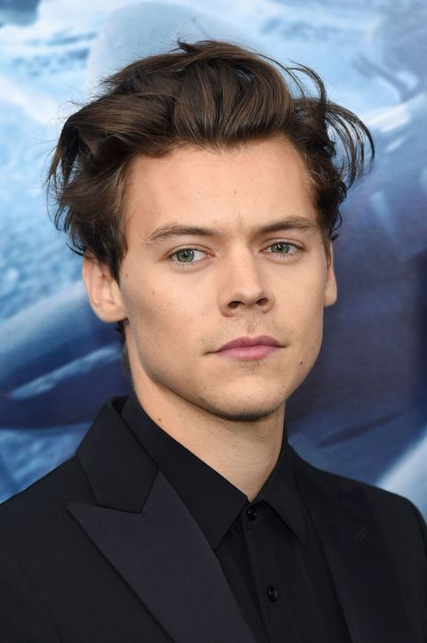 Hair, Face, Forehead, Hairstyle, Eyebrow, Chin, Head, White-collar worker, Suit, Jaw,