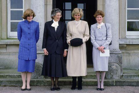 """<p>世界中で愛された故ダイアナ元妃にはセーラ・マッコーコデールとジェーン・フェローズという2人の姉がいるのをご存知だろうか。2人ともダイアナ元妃の死後は表舞台から退き、メディアへの露出を控えていたが、この8月、元妃の悲劇的な死から20年を追悼した英BBCのドキュメンタリー番組『Diana, 7 Days』が放映され、セーラが久々に登場。番組では、妹の交通事故を聞かされた当時の心境について語った。<span class=""""redactor-invisible-space"""" data-verified=""""redactor"""" data-redactor-tag=""""span"""" data-redactor-class=""""redactor-invisible-space""""></span></p>"""