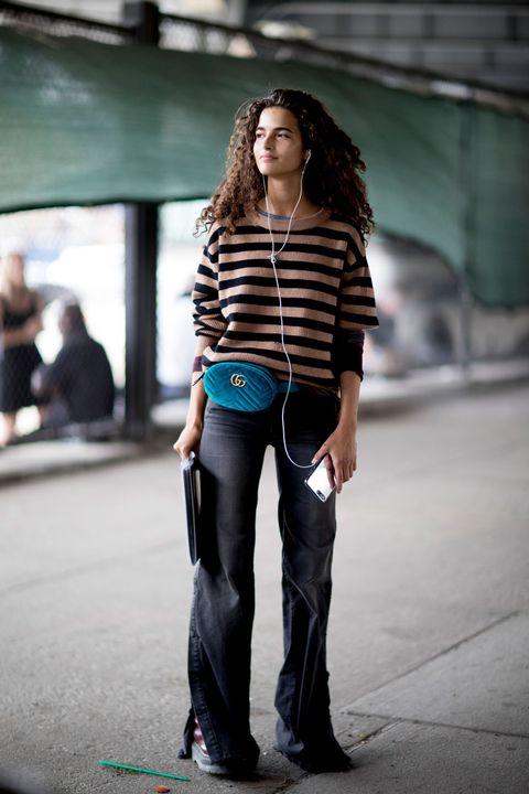Jeans, Street fashion, Clothing, Fashion, Standing, Beauty, Shoulder, Snapshot, Hairstyle, Footwear,