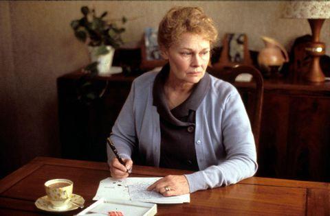 """<p>珍しい本を集めるのが趣味のNYの女性作家ヘレーヌは、ある日新聞広告で見たロンドンの古書店がレアな本を扱っていると知り、注文の手紙を出す。店主フランクの丁寧な手紙とともに目当ての本が届き、これをきっかけにふたりは文通を始める。ふたりが手紙を通じて交わすプラトニックな愛に、心温まるはず。アンソニー・ホプキンス、アン・バンクロフト主演。<span class=""""redactor-invisible-space"""" data-verified=""""redactor"""" data-redactor-tag=""""span"""" data-redactor-class=""""redactor-invisible-space"""">予告編は<a href=""""https://www.youtube.com/watch?time_continue=6&amp;v=75VeW5yBu_c"""" target=""""_blank"""" data-tracking-id=""""recirc-text-link"""">こちら</a>。</span></p>"""