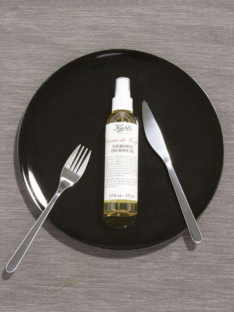 """<p>キールズから最新のボディオイルが到着! 保湿成分・スクワランを配合し、ベタつきのないサラサラとしたオイルがすばやく肌に馴染み、しっとりとした肌に。アーモンド・バニラベースの贅沢な香りは、まさに食べたくなる香り♡ エステのようなボディケアを堪能して。<br></p><p>キールズ クレム ドゥ コール ボディ オイル 175ml 3,700円(税抜)</p><p>問い合わせ先:<a href=""""http://www.kiehls.jp"""" target=""""_blank"""" data-tracking-id=""""recirc-text-link"""">KIEHL'S SINCE 1851 (キールズ)</a></p>"""
