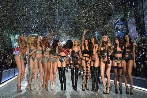 "<p>ランウェイショーは、11月20日(現地時間)に開催。ヴィクトリアズ・シークレットの公式サイトや米TV局「CBS」では、11月28日(日本時間29日18:00~)から放送予定で、ここではショーのほか、通称""<a href=""http://www.cosmopolitan-jp.com/beauty-fashion/fashion/gallery/g300/victorias-secret-show-2016-pink-carpet/"" target=""_blank"" data-tracking-id=""recirc-text-link"">ピンクカーペット</a>""と呼ばれるアフターパーティ、バックステージの模様なども紹介されるから必見。<span class=""redactor-invisible-space""></span></p>"