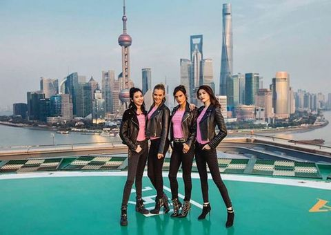"<p>ロサンゼルス、ニューヨーク、ロンドン、パリと発表の場を移してきたヴィクトリアズ・シークレット。今年の舞台は、初開催となる<a href=""http://www.cosmopolitan-jp.com/entertainment/celebrity/news/a6224/victorias-secret-2017-fashion-show-will-be-held-officially-in-shanghai/"" target=""_blank"" data-tracking-id=""recirc-text-link"">上海</a>。ここ数年、中国での出店ラッシュが続き、既に26店舗を構える同ブランドにとって、上海はビジネス的にも重要な都市。メルセデス・ベンツ・アリーナを会場に行われるスペクタクルなショーに、ファンたちが大興奮するはず。<span class=""redactor-invisible-space""></span></p>"