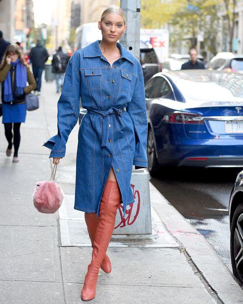 """<p>袖のスタッズがアクセントになるデニムコートは、ガガ様もお気に入りという注目ブランド、クリスト。ベルトをきゅっと結んでワンピ風に着たエルザは、フルラのピンクファーバッグでキュートに季節感をアピール。スチュアート ワイツマンのサイハイブーツもピンクでリンクして、女子度アップ。<span data-redactor-tag=""""span"""" data-verified=""""redactor""""></span></p>"""