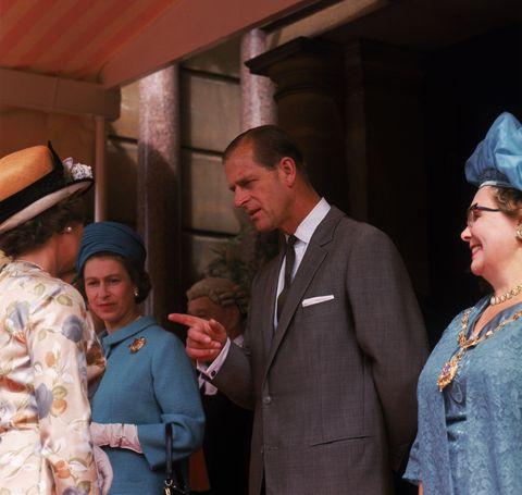 女王のブローチファッション集