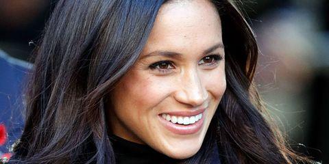 """<p><span>大人気リーガルドラマ『SUITS/スーツ』のレイチェル役でブレイクした女優であり、慈善家、人道支援家、起業家、そしてイギリスのヘンリー王子との<a href=""""http://www.cosmopolitan-jp.com/entertainment/celebrity/news/a6924/prince-harry-meghan-markle-proposal-story-171128-hns/"""" target=""""_blank"""" data-tracking-id=""""recirc-text-link"""">婚約</a>でいま最も世界から注目を集めるメーガン・マークル。しかし、そんな彼女も、揺るがないアイデンティティを確立し、理不尽なことに打ち勝てるようになるまでに苦悩した過去がある。</span></p>    <p>「20代前半の頃はまだたくさんのことを受け止めようとしていて、ありのままの姿ではダメだと否定されてしまう業界の中で、自分の価値を見出そうと必死にもがいていたわ。細くない、美人ではない、エスニック感が薄い、そんな風に言われたかと思えば、次の日には痩せすぎている、美しすぎる、エスニックすぎると言われるという感じだったの」</p>    <p>そんな中で、あるキャスティング・ディレクターからオーディション中に言われた言葉をきっかけに、すべての悩みから解放されたという。「そのままのあなたで良いということを知っておくべきよ」</p>"""