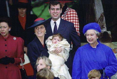 """<p>ユージェニー王女は1990年3月23日生まれ。正式名は「ユージェニー・ヴィクトリア・ヘレナ」で、彼女の洗礼式は聖メアリー・マグダレーン教会で執り行われた。エリザベス女王の孫である王女の王位継承順位は第8位で、彼女の2歳年上の姉ベアトリス王女は第7位。だけど、ウィリアム王子とキャサリン妃の第3子が誕生すれば、それぞれ9位と8位に繰り下がる。2018年秋に予定されているユージェニー王女とジャックの結婚式では、ベアトリス王女が大きな役割を果たすと米『USAトゥデイ』紙は予想。<span class=""""redactor-invisible-space"""" data-verified=""""redactor"""" data-redactor-tag=""""span"""" data-redactor-class=""""redactor-invisible-space""""></span></p>"""