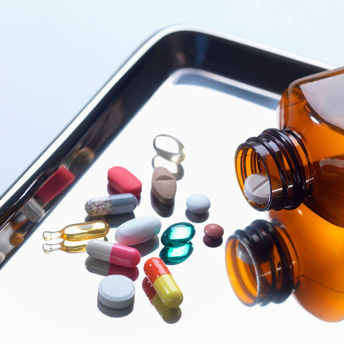 """<p>抗生物質を服用すると腸内環境が乱れてしまうこともある。そのうえ、「おなかの張りや腸の働きにも影響を及ぼす」と管理栄養士のケイト・スカーラータ氏は警告。抗生物質がおなかに悪影響を与える場合は、かかりつけ医に相談して、薬の種類を変えてみるのもいいかも。<span class=""""redactor-invisible-space"""" data-verified=""""redactor"""" data-redactor-tag=""""span"""" data-redactor-class=""""redactor-invisible-space""""></span></p>"""