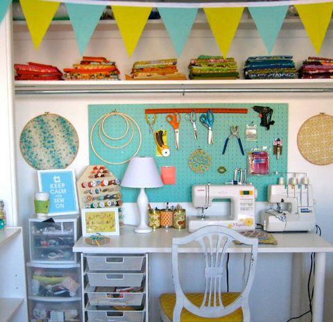 Room, Dishware, Turquoise, Teal, Aqua, Peach, Home accessories, Plate, Kitchen appliance, Serveware,