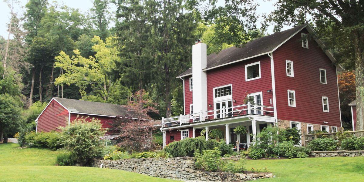 6 barn homes for sale across america barns for sale for Country barn homes