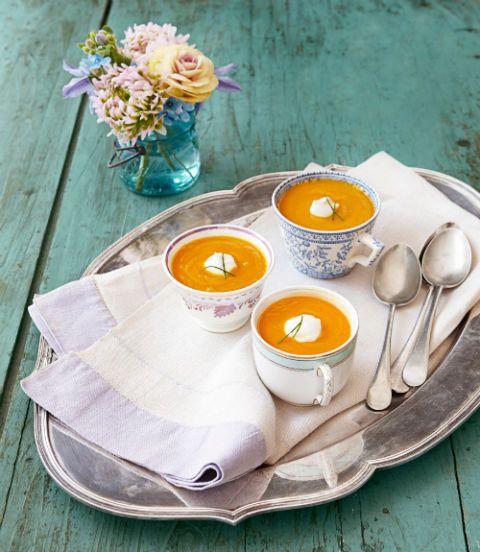 Serveware, Petal, Dishware, Orange, Bouquet, Cut flowers, Flowering plant, Hybrid tea rose, Rose family, Breakfast,