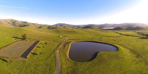 Nature, Natural landscape, Water resources, Landscape, Plain, Land lot, Grassland, Horizon, Highland, Terrain,