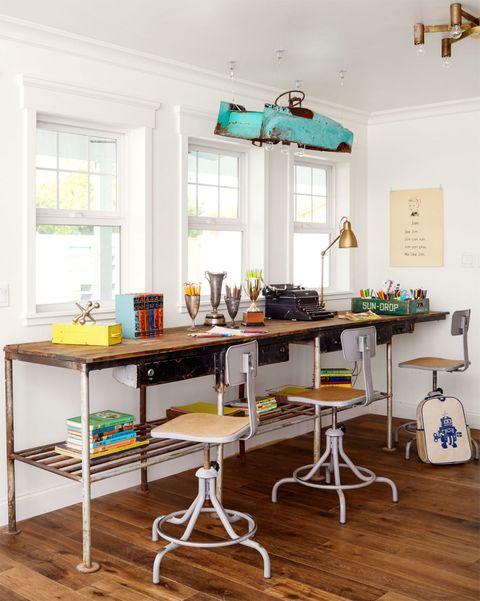 arnold-desk-0515