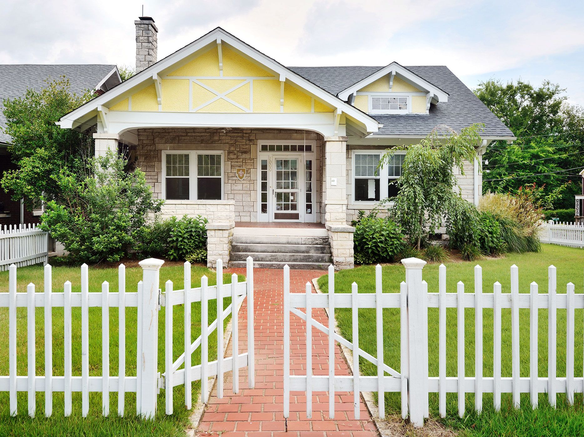 6 Quaint Houses For Sale With White Picket Fences Historic Homes