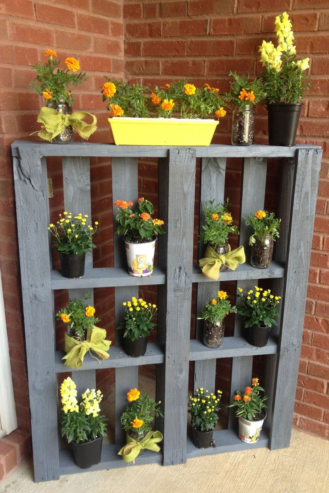 pallet flower display