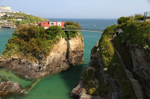Body of water, Coastal and oceanic landforms, Coast, Natural landscape, Water, Landscape, Promontory, Terrain, Rock, Sea,
