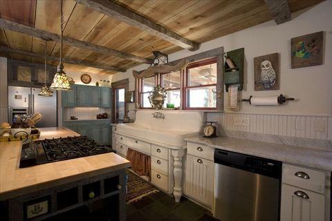 Homeaway Log Cabin - Rustic Decorating Ideas