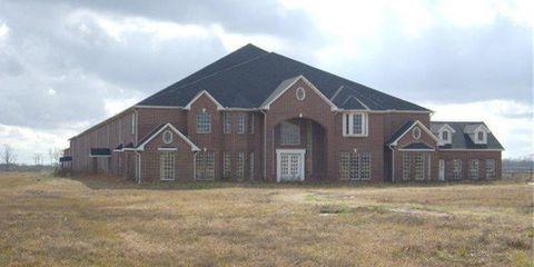 Home, Property, House, Land lot, Roof, Building, Real estate, Estate, Farmhouse, Cottage,
