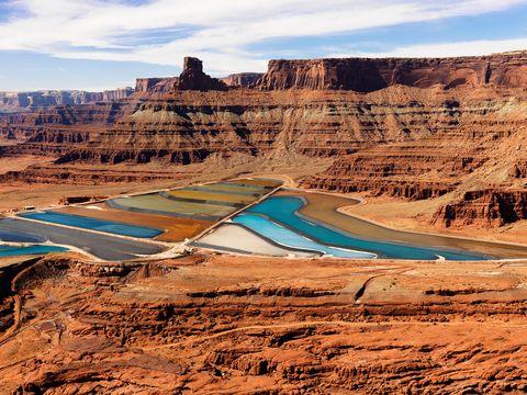 Natural landscape, Landscape, Plateau, Geology, Formation, Bedrock, Mountain, Fault, Valley, Terrain,