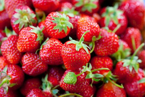 Natural foods, Fruit, Red, Vegan nutrition, Food, White, Produce, Strawberry, Whole food, Sweetness,